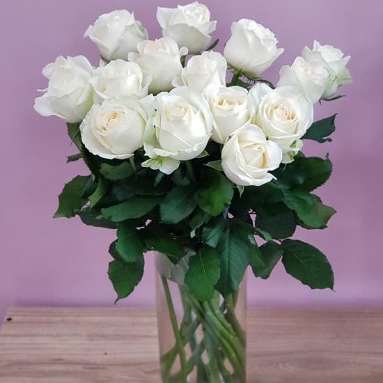 «15 роз в вазе»