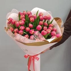 «51 тюльпан в оформлении»