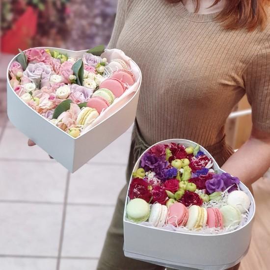 Коробочка с цветами и сладостями №2